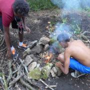 Atelier feu lors d'un stage de survie