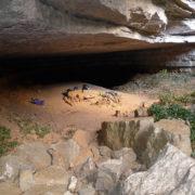Découverte d'un abri naturel dans les Cévennes