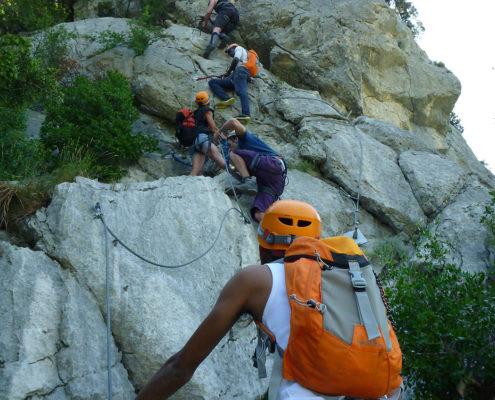 stage multiacctivité avec via ferrata, escalade, spéléo et randonnée aquatique dans les Cévennes